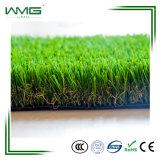 가짜 인공적인 잔디 플랜트를 정원사 노릇을 하는 반대로 UV 정원