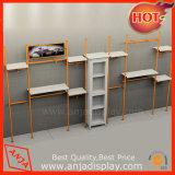 El almacén de ropa del metal suministra los estantes de la pared de la ropa del equipo