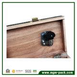 Caixa de música de madeira creativa com Sewing e a máquina do ferro