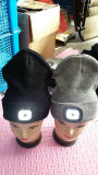 Шлемов Beanie акриловых волокон крышки вязания крючком проблескового света крышки крышки черных изготовленный на заказ связанные СИД