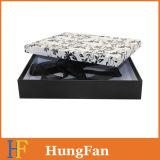 黒く白い印刷の服装の包装の紙箱/ギフト用の箱