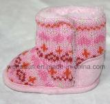 Modèles de mode tricotant des gaines de laines