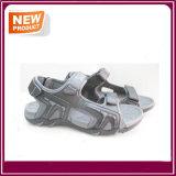 Sapatas novas da sandália da praia do verão da forma