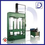 La macchina d'imballaggio copre la pressa per balle di plastica di legno della carta del cartone