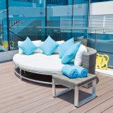 Sofà esterno anodizzato del doppio della mobilia del blocco per grafici del PE del patio di alluminio del rattan dalla fabbrica di Foshan