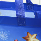 크리스마스 주식에 있는 손잡이를 가진 플라스틱 선물 부대