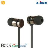 Batidas estereofónicas dos fones de ouvido do cabo liso da venda quente com microfones