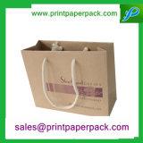綿のハンドルが付いているクラフト紙袋