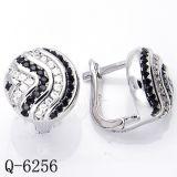 方法宝石類白黒Zircoinaの925の純銀製のイヤリング