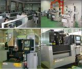 El CNC que trabaja a máquina para el plástico parte productos