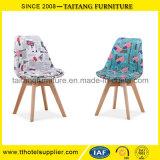 Présidence de loisirs de tissu tapissée par bâti en bois confortable de modèle moderne à vendre