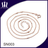 El oro simple diseña el collar de plata de cadena de las muchachas