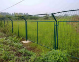 電流を通されたFramed FencingかFramed Grating/Wire Fence