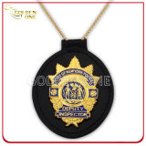 Подгонянный покрынный золотом значок полиций металла для приватного сотрудника охраны