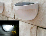 Lâmpada de parede ao ar livre do diodo emissor de luz do brilho recarregável solar inteligente da luz da cerca do jardim da luz da noite