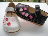 Черный малыш Girl Squeaky Shoes с Small Pink Flowers
