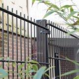 Grilles soudées par usine professionnelle de frontière de sécurité de fil de boucle de frontière de sécurité de la Chine doubles en vente