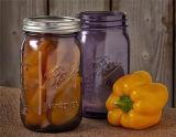 뚜껑과 밀짚을%s 가진 다채로운 주스 또는 음료 유리제 식품 보존병