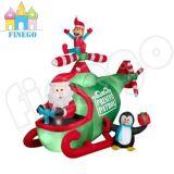 Grand pingouin gonflable de Noël et avion du Père Noël