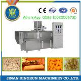 luftgestoßene Imbißnahrung mit der Erdnussbutter, die Maschine herstellend füllt