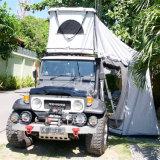 Трудный шатер верхней части крыши автомобиля раковины для располагаться лагерем и перемещать