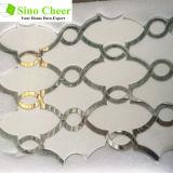 Prezzo di marmo Waterjet di pietra di vetro bianco di cristallo poco costoso delle mattonelle di mosaico