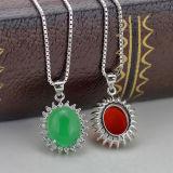 鎖が付いている女性925の純銀製の吊り下げ式のネックレスによってはめ込まれる赤いChalcedony