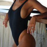 Una sola pieza negra, abierta detrás, tope fresco del Scrunch - traje de baño de la calidad