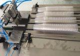 Um quatro linhas copo plástico que conta a máquina de embalagem