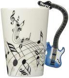 a guitarra 3D elétrica prende a caneca cerâmica do leite do café do chá
