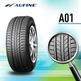 El neumático superior califica el neumático del coche del verano con las existencias