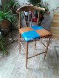 높은 다리 포금 바 의자, 목제 의자