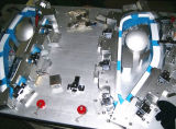 Automobile che controlla il calibro del dispositivo CMM per vedere se ci sono parti della plastica dell'automobile