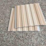 El color de madera que lamina el techo del PVC embaldosa la decoración interna Materirial (RN-46) de la casa