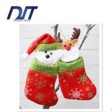 El nuevo caramelo de la Navidad 2016 anuda el muñeco de nieve pendiente de la tela del bolso del regalo