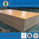 El grano de madera realza a MDF hecho frente melamina para los muebles