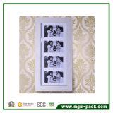 Governo di memoria fissato al muro dello specchio dei monili con il blocco per grafici della foto
