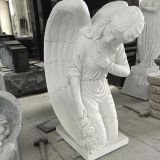 Statua di marmo bianca religiosa di angelo di inginocchiamento del giardino