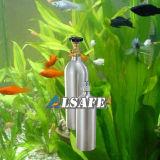 El pequeño tanque de aluminio del CO2 del acuario