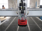 Portello di falegnameria che fa la macchina del router di CNC