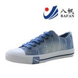 Zapatos de lona superiores lavados manera del dril de algodón de las mujeres con la decoración Bf1610214 de los cequis