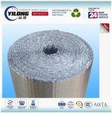 El aislamiento, la burbuja de polietileno con papel de aluminio
