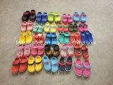 Il giardino all'ingrosso dei bambini calza i pistoni dello Slip-on degli stock (FFSS0413-02)