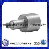 CNC che lavora le parti alla macchina di alluminio su ordinazione