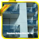 Panneaux, partitions de balcon, pêche à la traîne et balustrade en verre extérieurs