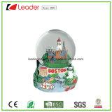 Globo della neve personalizzato regalo del mestiere di Polyresin con la costruzione per il regalo promozionale e la decorazione domestica