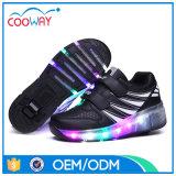 Оптовые продажи освещают вверх ягнятся ботинки ролика спортов с Retractable колесами