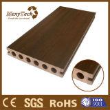 Distribuer le Decking composé en plastique en bois de coextrusion de résistance de brouillon