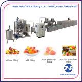 Doces que dão forma à máquina que faz a máquina da fabricação dos doces da geléia