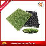 Alta qualità all'ingrosso della Cina che collega le mattonelle artificiali dell'erba